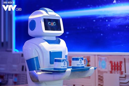 Độc đáo quán café sử dụng robot phục vụ tại Hà Nội