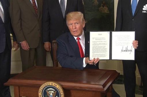 Tổng thống Mỹ ký sắc lệnh mới điều tra hoạt động thương mại Trung Quốc