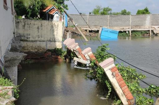 Sạt lở nghiêm trọng tại huyện Nhà Bè, TP.HCM