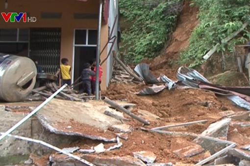 Sạt lở đất ở Lào Cai, 2 người bị thương
