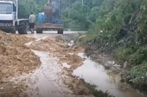 Sạt lở đất nghiêm trọng tại Hà Tĩnh