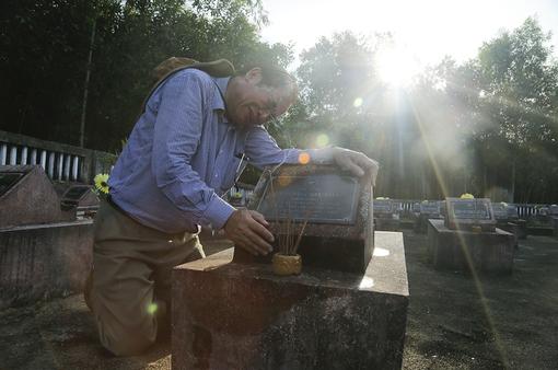 Vị cựu chiến binh và hành trình gần 20 năm tìm mộ của những người từng mặc chung 1 chiếc áo lính