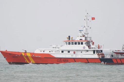 Bộ đội biên phòng Nghệ An lai dắt tàu cá gặp nạn vào bờ