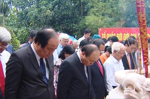 Thủ tướng dâng hương các liệt sĩ tại Bình Dương