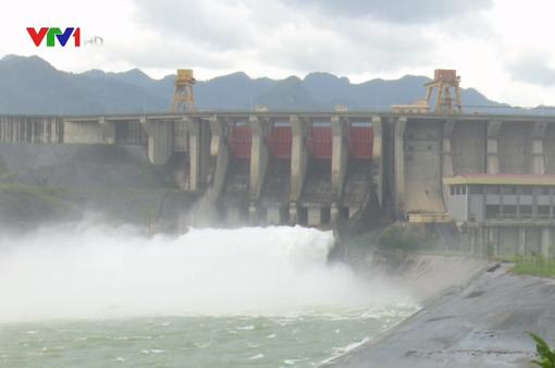 Thủy điện Tuyên Quang mở cửa xả đáy số 1