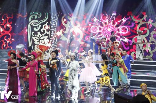 """Không gian rực rỡ màu sắc của chương trình nghệ thuật hữu nghị Việt Nam - Trung Quốc """"Dòng sông thơ mộng"""""""
