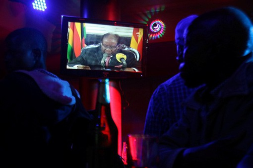 Tổng thống Zimbabwe không từ chức