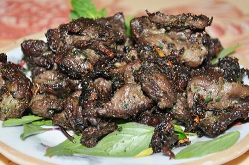 Thưởng thức món trâu nướng tại bàn