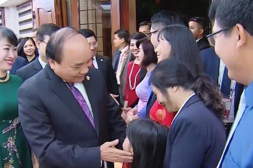 Thủ tướng gặp cán bộ Đại sứ quán và cộng đồng ở Philippines