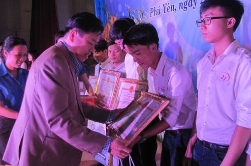 Vinh danh sinh viên tiêu biểu tại Phú Yên