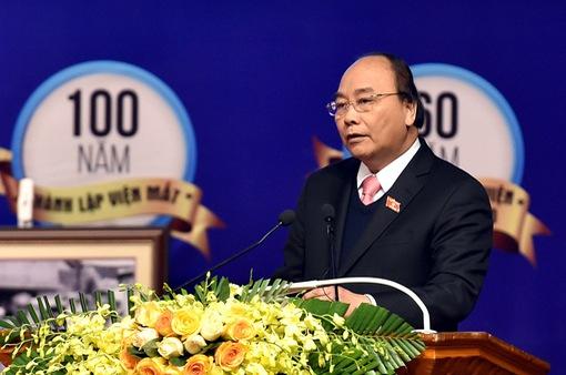 Thủ tướng Nguyễn Xuân Phúc thăm Viện Mắt Trung ương