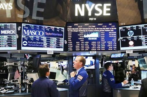 Cổ phiếu Facebook hồi phục giữa tâm bão