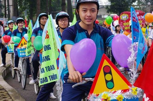 Yêu cầu đưa văn hóa giao thông vào trường học