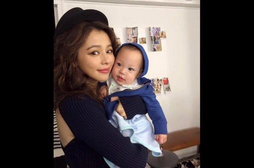 Mới 2 tuổi, con trai Từ Nhược Tuyên đã 36 lần đi máy bay