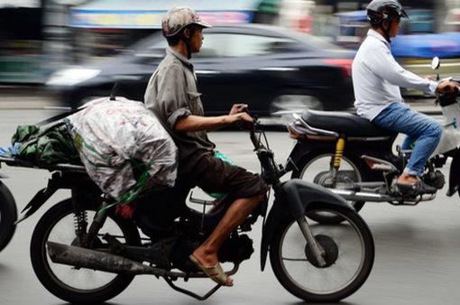 Xe máy - Phương tiện kiếm sống của người dân lao động