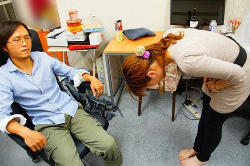 """Độc đáo dịch vụ thuê người xin lỗi, thuê """"trai đẹp"""" lau nước mắt ở Nhật Bản"""