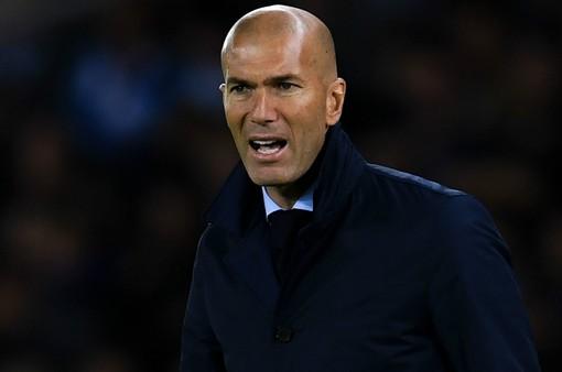 """Thay người khó hiểu, Zidane """"muối mặt"""" xin lỗi học trò"""