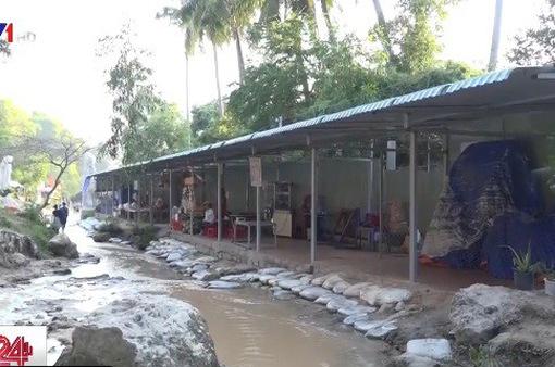 Du lịch Bình Thuận lâm cảnh... hoang tàn