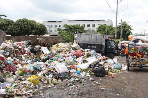 Xử phạt người tiểu bậy, xả rác còn nhiều hạn chế