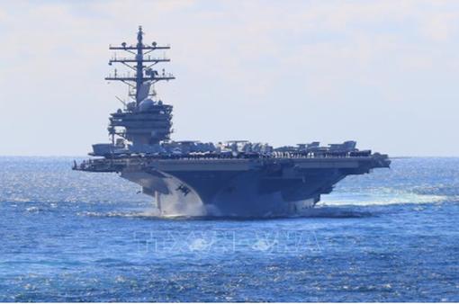 Trực thăng Mỹ rơi trên tàu sân bay, nhiều người bị thương