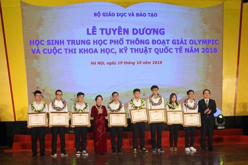 Tuyên dương học sinh THPT đoạt giải Olympic và Cuộc thi Khoa học kỹ thuật quốc tế 2018