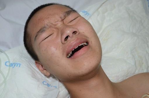 Gặp nạn trên đường đi học, tính mạng cậu bé 15 tuổi nguy kịch