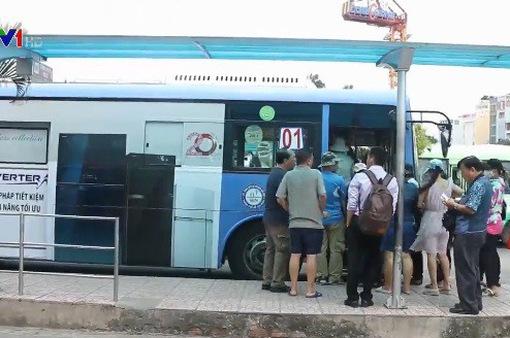 Nhiều tuyến xe bus tại TP.HCM ngừng hoạt động