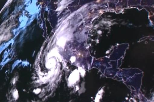 Siêu bão Willa được cảnh báo mạnh cấp 5