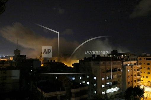 Israel ném bom đài truyền hình của phong trào Hamas
