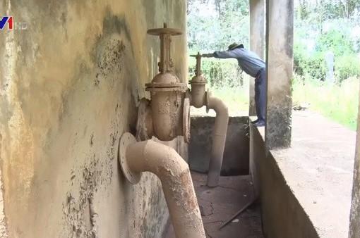 Nhà máy nước xuống cấp, người dân khốn đốn