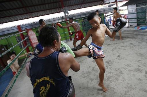 Để thoát nghèo, nhiều võ sĩ thi đấu Muay Thái từ khi còn nhỏ tuổi