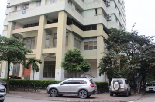 Bé trai 5 tuổi thoát chết sau khi rơi từ tầng 7 chung cư