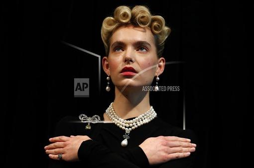 Mặt dây chuyền ngọc trai và kim cương của Nữ hoàng Marie Antoinette đạt giá 36,4 triệu USD