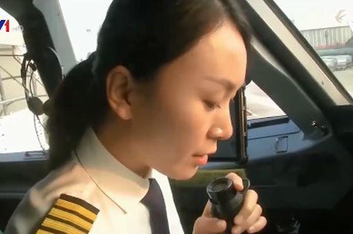 Nữ phi công vượt qua định kiến