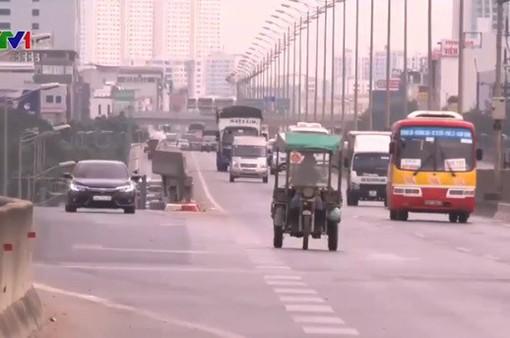 Xử lý xe máy đi vào đường ô tô: Còn nhiều khó khăn