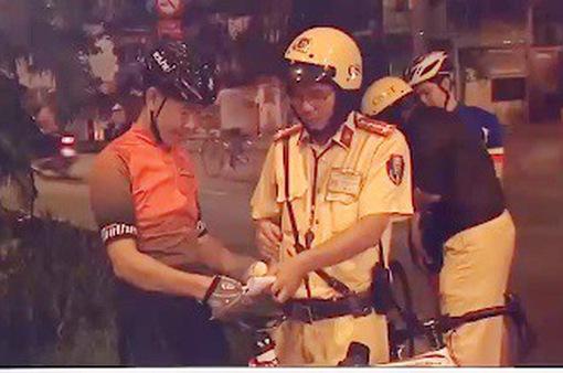 TP.HCM: Ra quân xử lý tình trạng xe đạp thể thao đi vào làn ô tô
