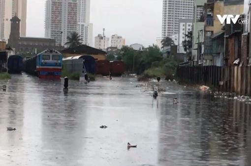 Nhiều đoạn đường sắt qua tỉnh Khánh Hòa bị ảnh hưởng do mưa lớn