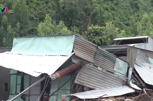 Khung cảnh tan hoang sau lũ quét, sạt lở kinh hoàng tại Nha Trang