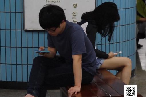 Ngày càng nhiều người Hàn Quốc nghiện điện thoại di động