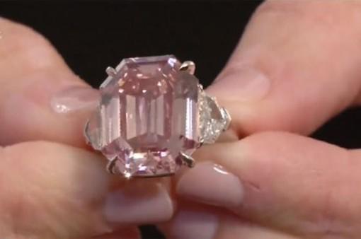 Viên kim cương hồng Pink Legacy được mua với giá kỷ lục 50 triệu USD