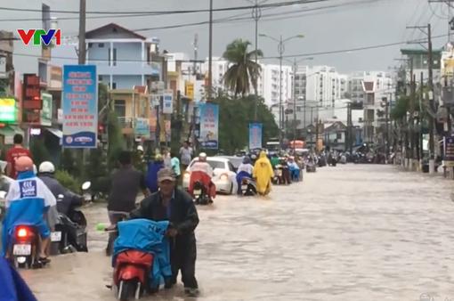 Giao thông tại Khánh Hòa gián đoạn do mưa lớn