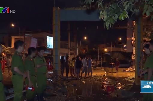 Lũ quét san phẳng nhiều ngôi nhà ở Khánh Hòa, người dân ở tạm tại các trường học