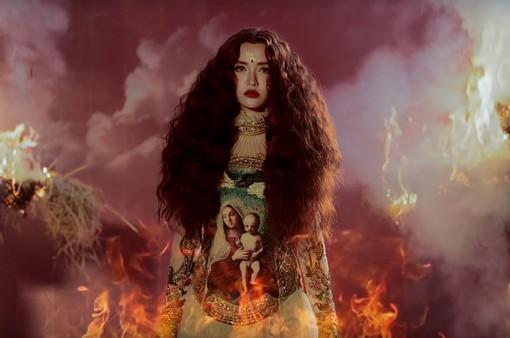 """Ra mắt MV """"Chị Ngả Em Nâng"""", Bích Phương bất ngờ thay đổi phong cách"""