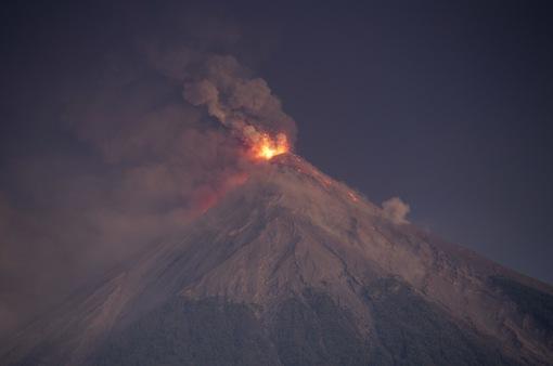 Guatemala ban bố cảnh báo đỏ vì núi lửa phun trào