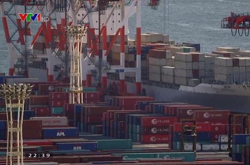 Nhật Bản thâm hụt thương mại lần đầu tiên trong 2 tháng