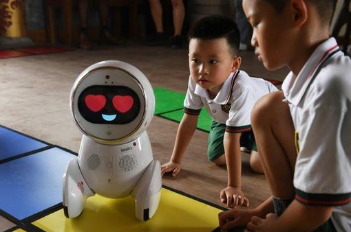 Robot trợ giảng tại Trung Quốc