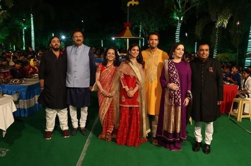 Con gái tỷ phú Ấn Độ thuê 100 chuyến bay chở khách dự đám cưới