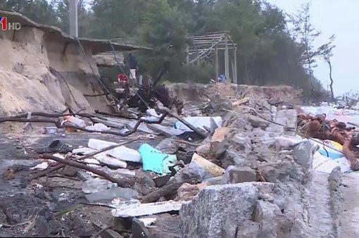 Mưa lũ ở miền Trung làm 9 người thiệt mạng và mất tích, hàng nghìn ngôi nhà bị ngập
