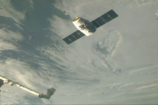 SpaceX Dragon mang quà cuối năm lên vũ trụ