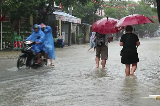 Mưa lớn kéo dài gây thời tiết rất xấu ở miền Trung